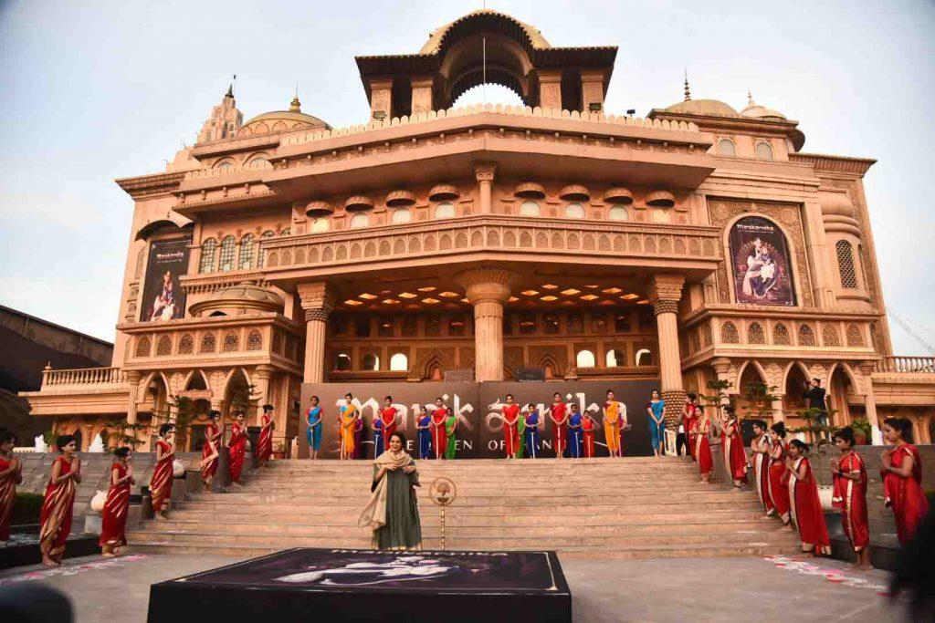 कंगना ने अंकिता एवं प्रसून जोशी के साथ किया 'मणिकर्णिका' का गीत 'भारत' लॉन्च 8