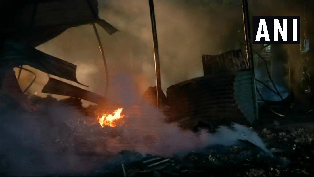 हैदराबाद: प्रदर्शनी मैदान में आग लगने से कई दुकानें जलकर खाक! 5