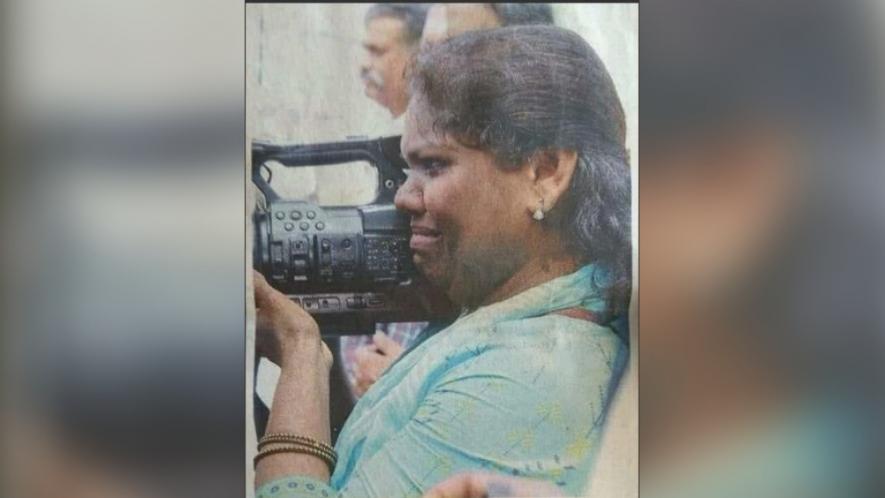 सबरीमाला- मुस्लिम महिला कैमरामैन पर हमला, आंसूओं के साथ निभाती रही फ़र्ज़, फोटो वायरल 15