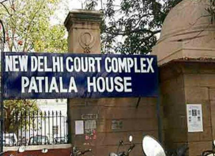 NIA के छापें में दिल्ली और यूपी से गिरफ्तार मुस्लिम युवकों को दिल्ली पटियाला हाउस कोर्ट में किया गया पेश! 11
