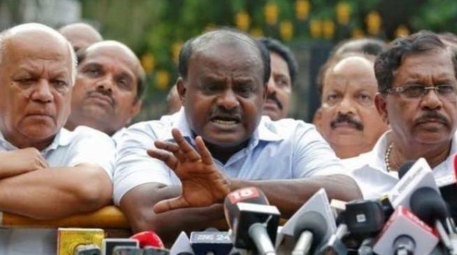 कर्नाटक संकट: कांग्रेस के दस विधायक खेल बिगाड़ने को तैयार! 1