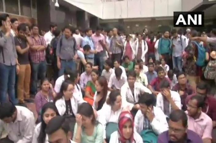 दिल्ली में डॉक्टरों के हड़ताल पर परिजनों का झलका दर्दे! 3