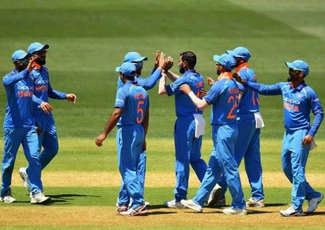 तीसरा वनडे: भारत ने अॉस्ट्रेलिया को 230 रनों पर किया अॉल आउट 3