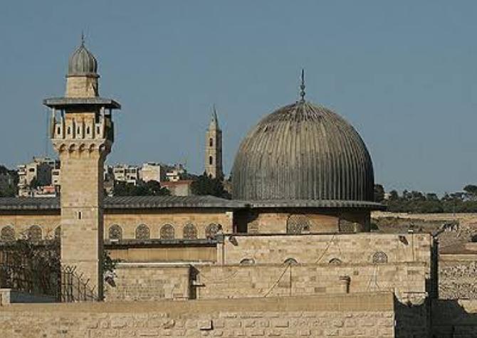 पुलिस के साथ मिलकर इस बड़ी मस्जिद पर हमला, मचा हड़कंप! 3