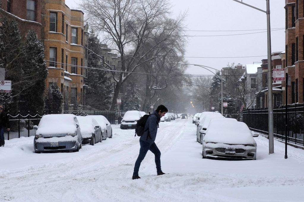 पहाड़ियों में बर्फबारी की उम्मीद, दिल्ली में दिन के वक़्त इज़ाफ़ा होगा 8