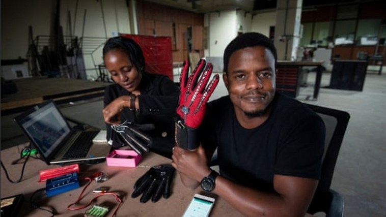 केन्याई मुस्लिम ने स्मार्ट दस्ताने का आविष्कार किया जो साइन लैंग्वेज को ऑडियो में परिवर्तित करेगा 6