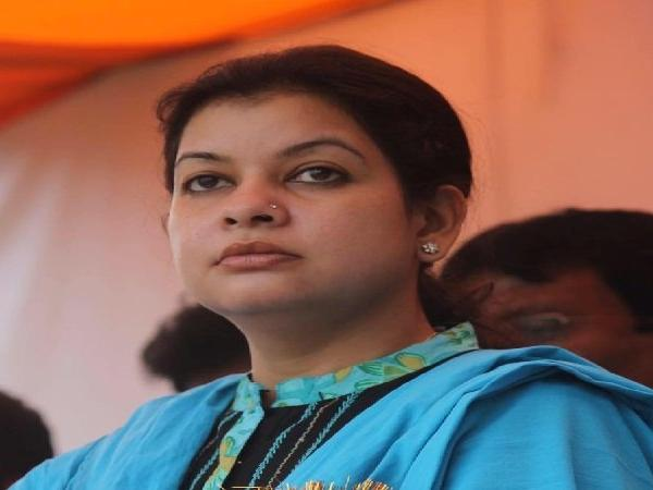 कांग्रेस को बड़ा झटका, TMC में शामिल हुई सांसद बेनजीर मौसम नूर 3