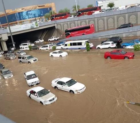 सऊदी अरब: बाढ़ ने मचाई तबाही, 12 लोगों की मौत 9