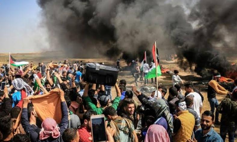रिटर्न अॉफ मार्च: प्रदर्शन कर रहे फलस्तीनीयों पर इजरायली सैनिकों का हमला, दर्जनों घायल 2