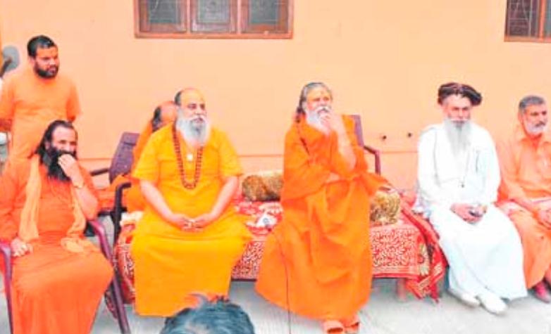 बाबरी मस्जिद- राम जन्मभूमि विवाद: साधू संतो की टीम मुस्लिम पक्षकारों से मिलने की इच्छा जताई! 7