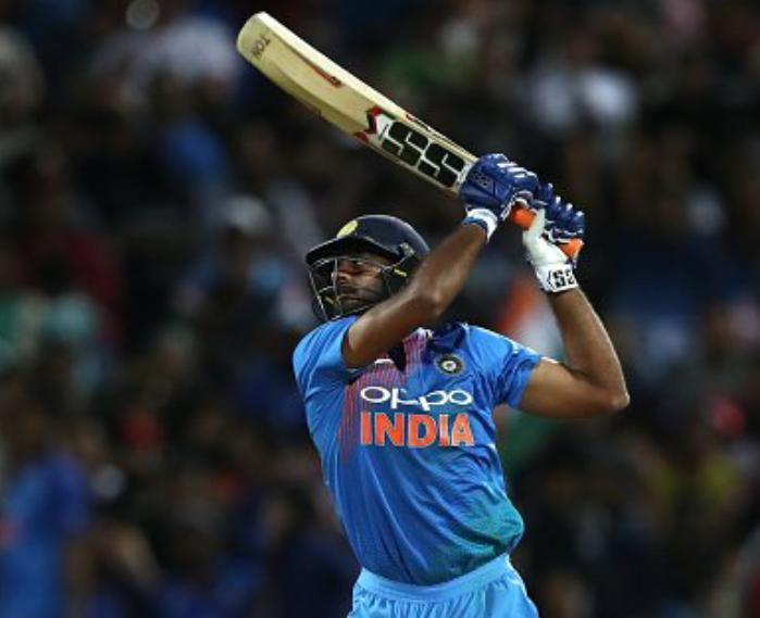 213 रनों का पीछा करने उतरी टीम इंडिया ने दस ओवर में ही बना दिए 100 रन! 8