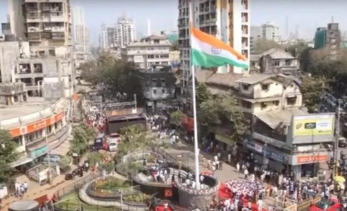 VIDEO: मुंबई के मुस्लिम बहुल इलाके में सबसे लंबा तिरंगा फहराया गया 6