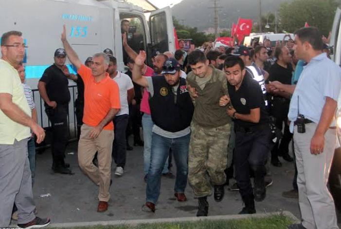 तुर्की: एर्दोगन प्रशासन ने बड़ी संख्या में सैनिकों को किया गिरफ्तार! 6