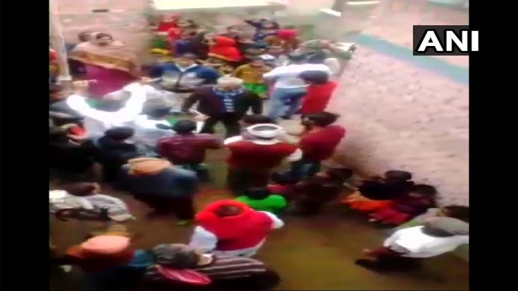 स्कूल में वंदे मातरम नहीं गाने पर मुस्लिम टीचर को पीटा ! 1
