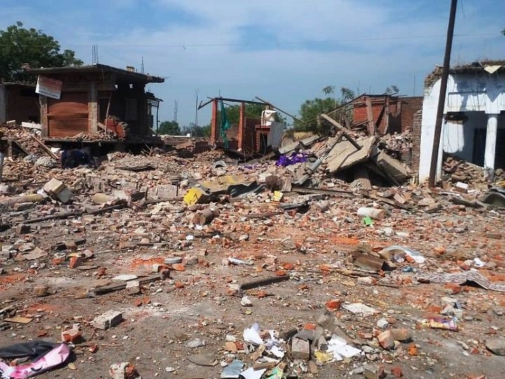 अहमदाबाद में दोमंज़िला मकान ढह गया 20