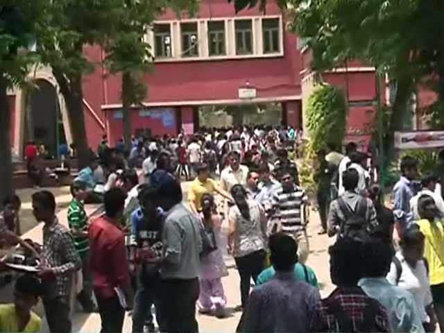 पुलवामा पर टिप्पणी करने पर, कानून के छात्र ने प्रोफेसर पर किया हमला 16