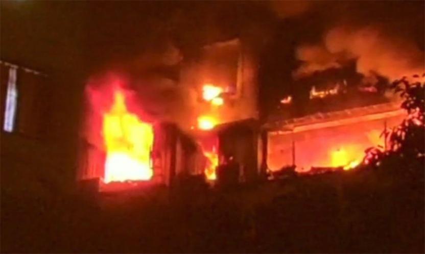 हैदराबाद , गांधी हॉस्पिटल के बच्चों के वार्ड में लगी आग 9