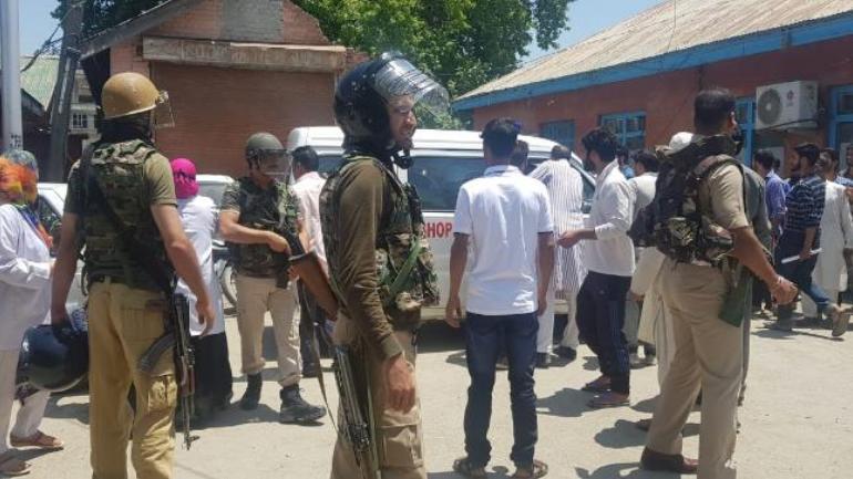 जम्मू-कश्मीर : शोपियां जिले के एक गांव से महिला का गोलियों से छलनी किया शव बरामद 7