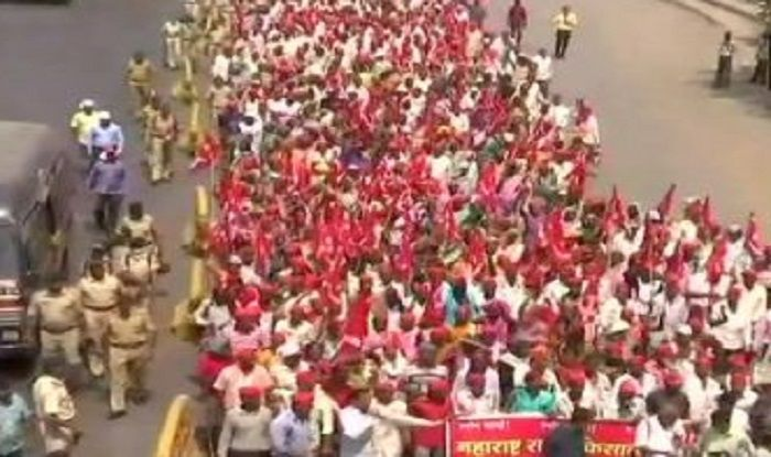 सरकार के खिलाफ मुंबई मार्च पर निकले 50 हजार से ज़्यादा किसान 4