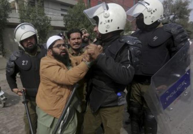 पाकिस्तान में आतंकीयों पर कारवाई, 44 इंसानियत के दुश्मनों को लिया गया हिरासत में! 8