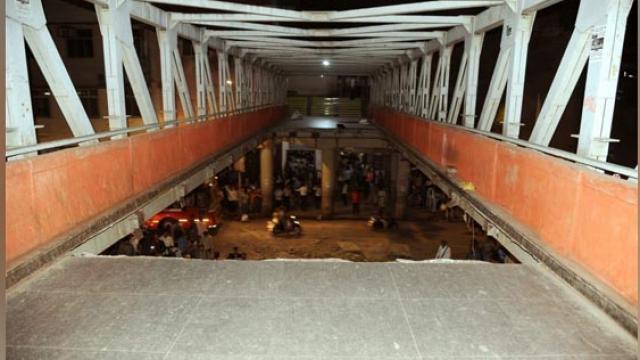 मुंबई CST स्टेशन पर फुटओवर ब्रिज गिरने से अब तक 5 की मौत, 34 घायल 1