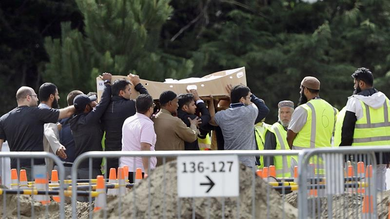 क्राइस्टचर्च मस्जिद हमला: पीड़ितों के परिवारों ने अपने रिश्तेदारों को दफनाना शुरू किया 7
