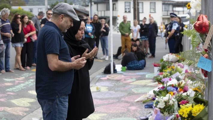 न्यूज़ीलैंड मस्जिदों पर हमले के बाद जश्न मनाने के लिए एक शख्स को UAE की कंपनी ने नौकरी से निकाला! 5