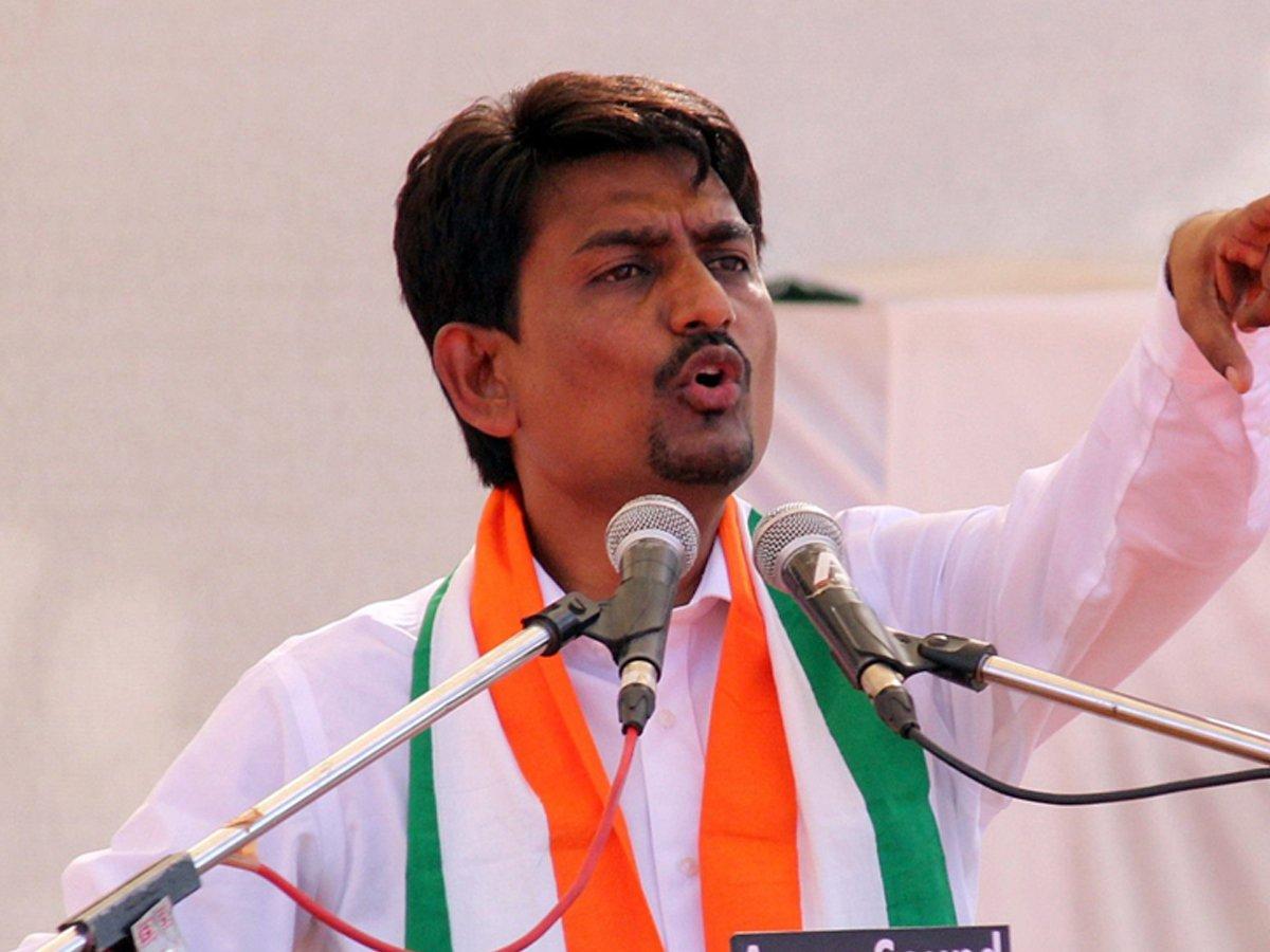 अल्पेश ठाकोर ने कांग्रेस से इस्तीफा दिया, बीजेपी में होंगे शामिल! 7