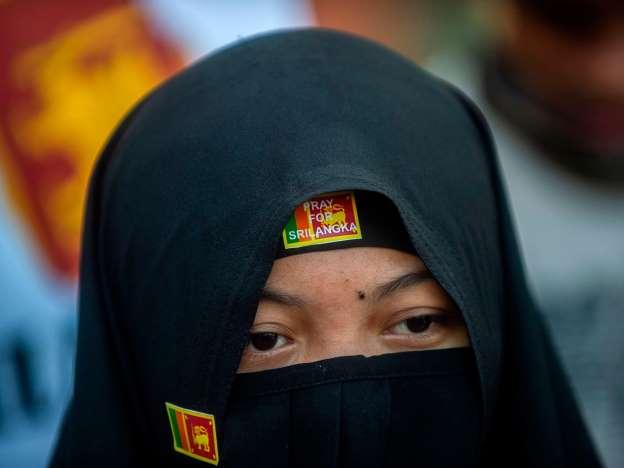 श्रीलंका में आपातकाल नियमों के अन्तर्गत बुर्के और हिज़ाब पर प्रतिबंध लगाया गया! 7