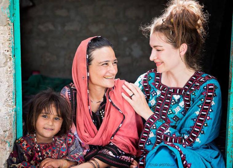 इसाई महिला अकेले बाइक पर मुस्लिम देश में यात्रा कर बदला अपना नजरिया ! 1