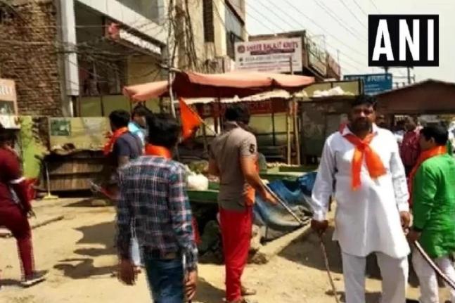 गुरुग्राम में 'हिंदू सेना' ने हाथों में तलवार लेकर जबरन बंद कराई मीट दुकानें ! 17
