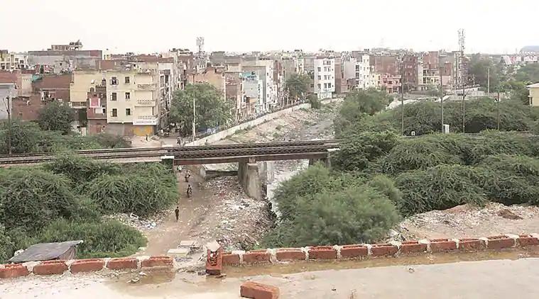 दिल्ली : अनधिकृत कॉलोनियों में रहने वाले लोग मालिकाना हक पाने के करीब 5