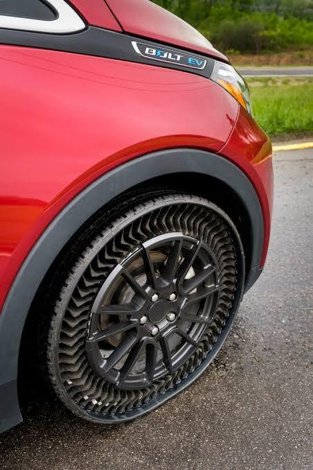 ट्यूबलेस टायर के बाद अब आ रहा है पंचरप्रूफ टायर ! 2024 तक मार्केट में होगा लांच 1