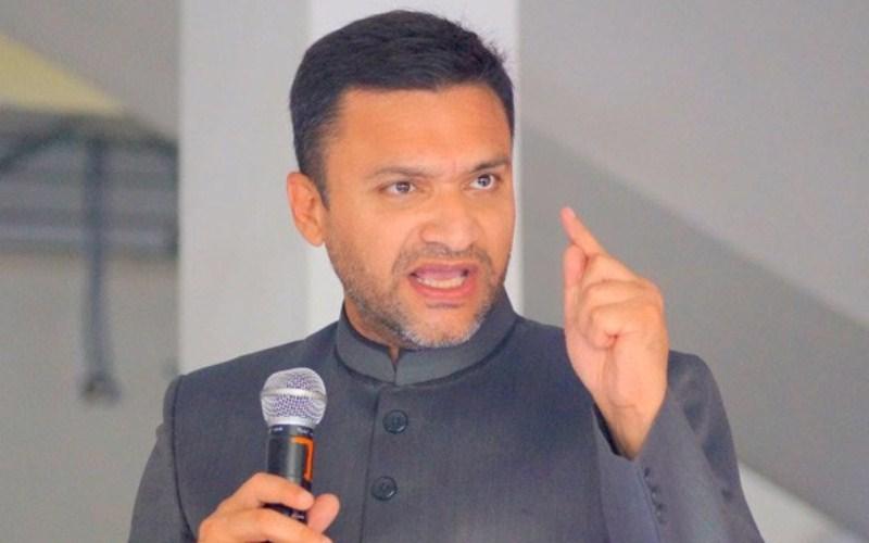 मुश्किल में फसे MIM विधायक, अकबरुद्दीन ओवैसी के खिलाफ दो शिकायतें दर्ज 9