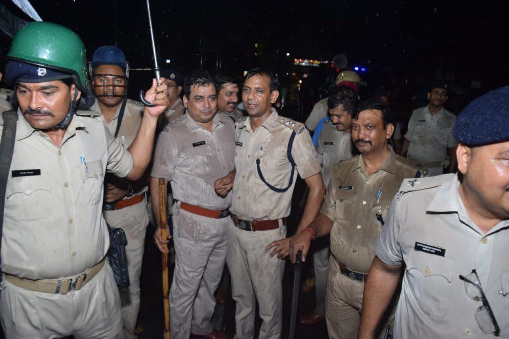 झारखंड : मॉब लिंचिंग के खिलाफ आक्रोश सभा, वापसी पर हिंसा, लाठीचार्ज, जुलूस में शामिल लोगों पर ही FIR का आदेश 4