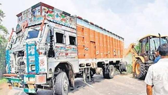 उन्नाव रेप पीड़िता के साथ हुए सड़क हादसे में चौंकाने वाला खुलासा, सपा नेता के ट्रक से मारी गई कार को टक्कर 18