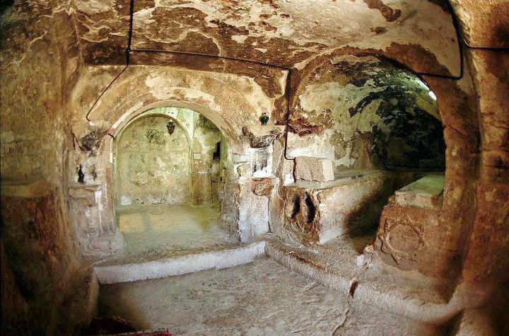 युवाओं का एक समूह जो धार्मिक उत्पीड़न से बचने के लिए एक गुफा के अंदर छिप गए और 300 साल बाद निकले! 38