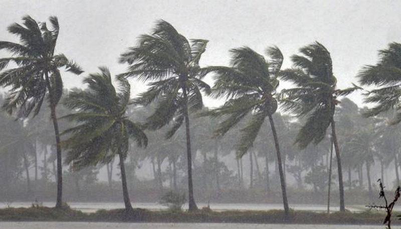 हैदराबाद में ज़बरदस्त बारिश और बिजली गिरने की उम्मीद।शहरी घरों से बाहर ना निकलें 12