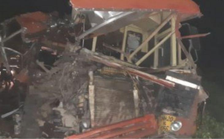 महाराष्ट्र में भयंकर सड़क हादसा, 10 लोगों की मौत, 20 घायल 19