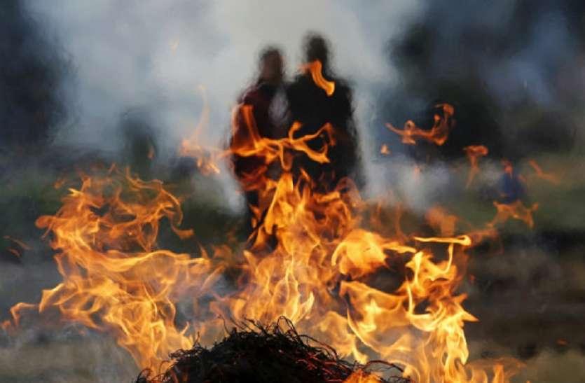 मुसलमानों ने पेश की मिसाल, हिंदू रीति रिवाज से किया 25 साल से रह रहे अनाथ व्यक्ति का अंतिम संस्कार 7