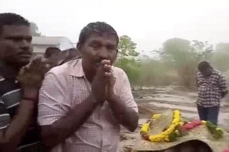 बारिश में लाश के साथ इंतजार करने को क्यों मजबूर हुए दलित ? 40