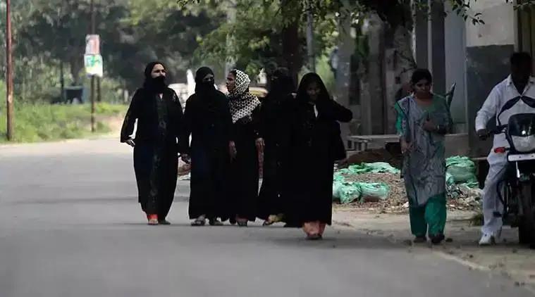 यूपी कॉलेज ने बुर्का बैन से किया इनकार, कहा सिर्फ ग्रे बुर्का पहनने की इजाजत 19