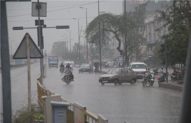 तेलंगाना के कुछ हिस्सों में भारी बारिश 12
