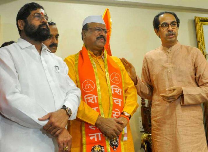 महाराष्ट्र में कांग्रेस का बड़ा मुस्लिम चेहरा एवं पूर्व मंत्री शिवसेना में शामिल ! 8