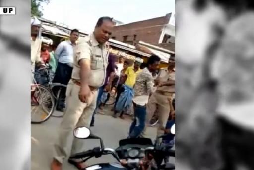 युवक को बेरहमी से पीटने वाले पुलिसकर्मियों के खिलाफ FIR दर्ज, वीडियो हुआ था वायरल ! 12