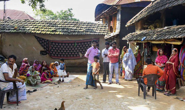 कश्मीर : मारे गए सभी बंगाली मजदूर मुस्लिम, पूरा गाँव सदमे में 21
