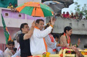 कांग्रेस सांसद रहे गोविंदा ने किया बीजेपी नेता के लिए मांगे वोट! 1