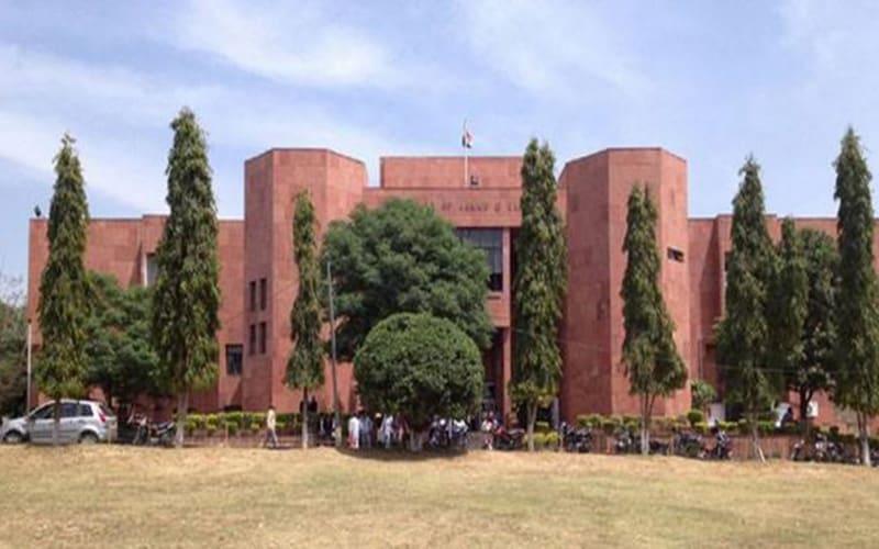 मोदी सरकार ने इस्लाम अपनाने वाली जम्मू-कश्मीर की वकील को बताया ख़तरा! 4