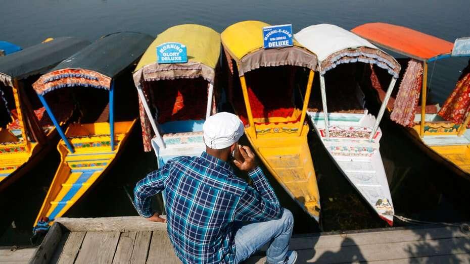 जम्मू कश्मीर की आधिकारिक भाषाओं की सूची में उर्दू और अंग्रेजी के अतिरिक्त कश्मीरी, डोगरी और हिंदी को शामिल किया गया! 4