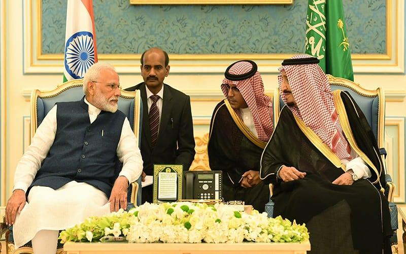 सऊदी किंग ने पीएम मोदी का गर्मजोशी से स्वागत किया 16